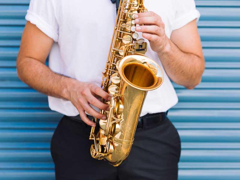 5 motive pentru care să alegi cursurile de saxofon